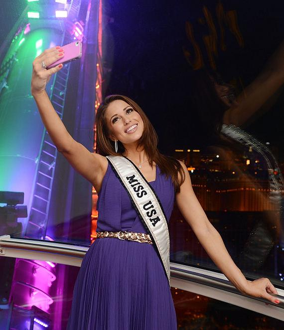 Miss USA Nia Sanchez takes a selfie inside the High Roller at The LINQ in Las Vegas