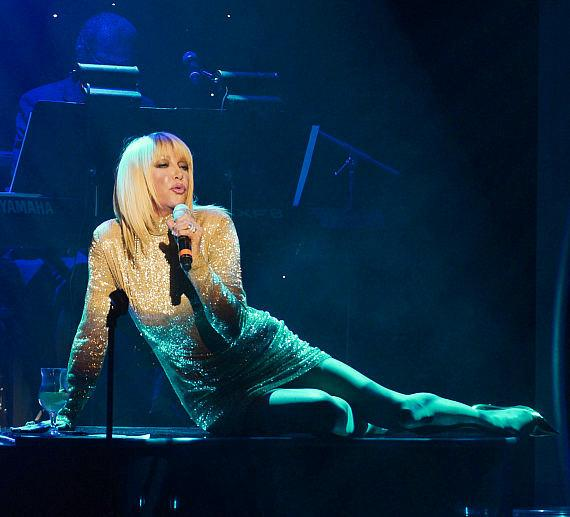 """Suzanne Somers Debuts Cabaret Show """"Suzanne Sizzles"""" at Westgate Las Vegas Resort & Casino"""