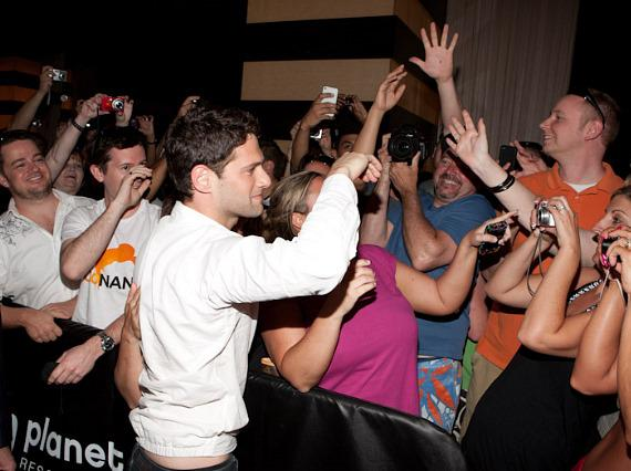Justin Bartha and fans