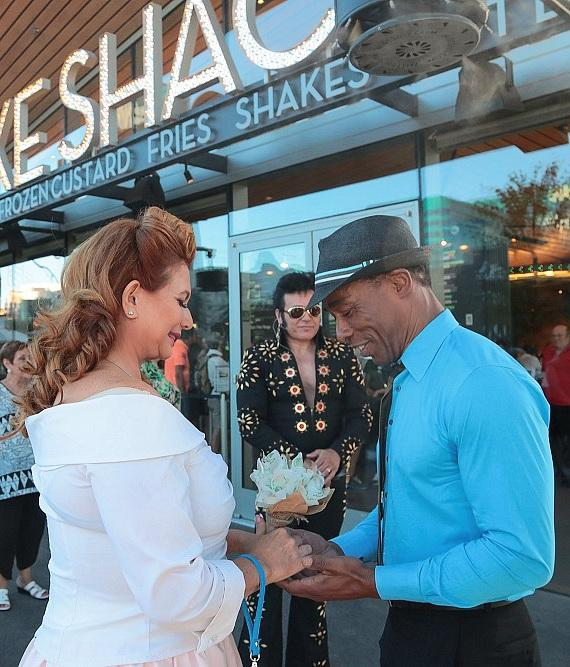 Couple excahnges vows at Shake Shack at New York-New York Hotel and Casino