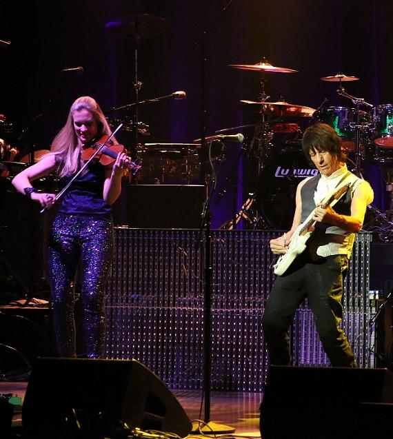 Jeff Beck sets 'Loud Hailer' for July 15th