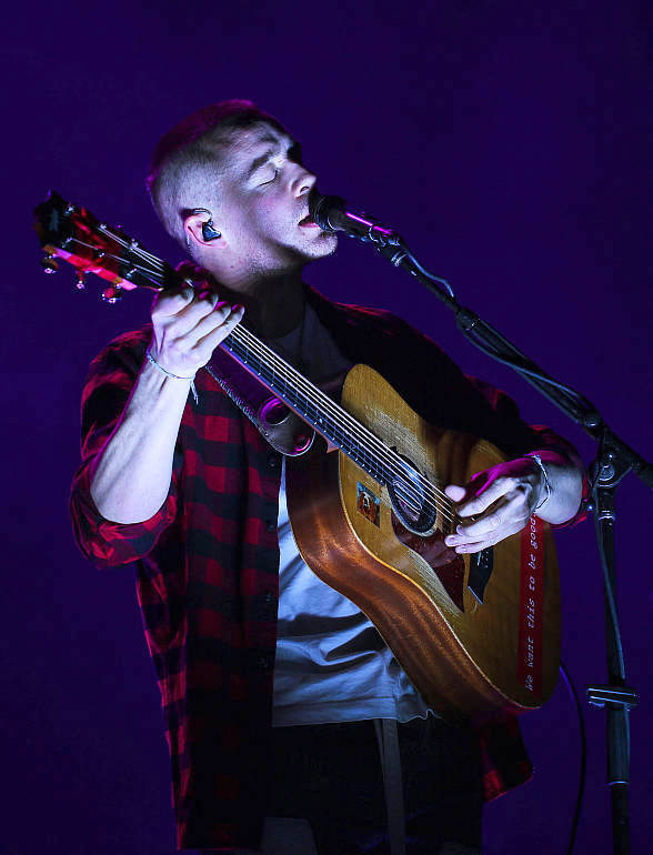 Dermot Kennedy Rocks The Pearl at Palms Casino Resort in Las Vegas