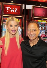 """Larry """"Soup Nazi"""" Thomas helps unveil new Seinfeld Slot Machine at Global Gaming Expo in Las Vegas"""