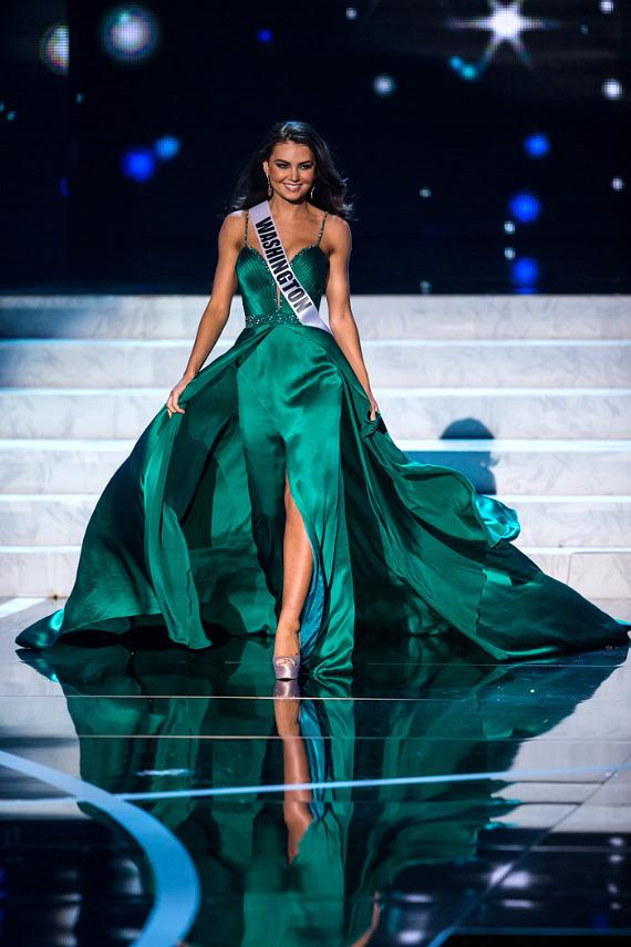 Miss Washington in Miss USA 2013 evening gown competition