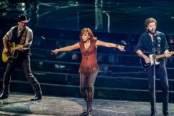 "Reba, Brooks & Dunn add new December 2016 and Early 2017 Dates to their Hit Residency ""Together in Vegas"" at The Colosseum at Caesars Palace"