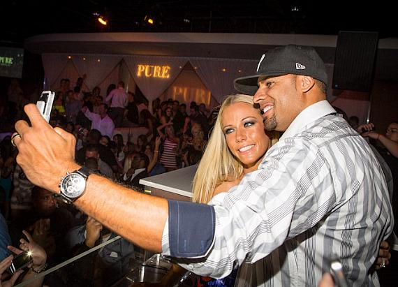 Kendra Wilkinson-Baskett and Hank Baskett take photos at PURE Nightclub
