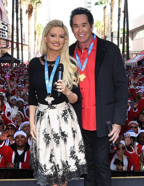 Sighting: Holly Madison and Wayne Newton at The Great Santa Run