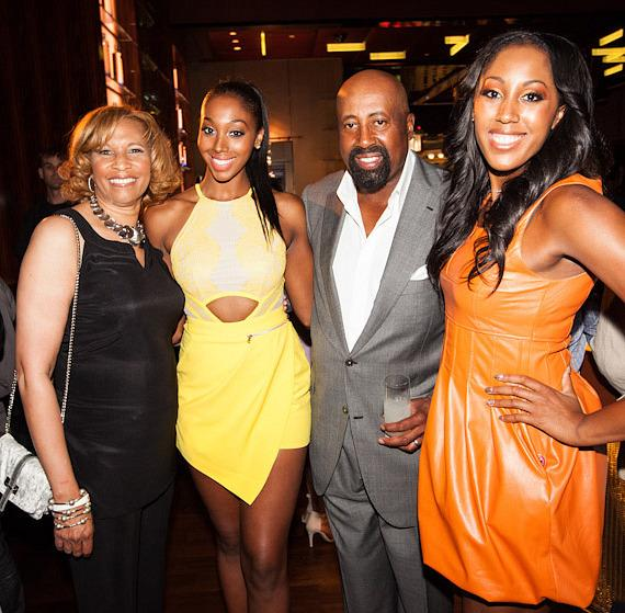 Coach Mike Woodson with daughters Mariah (2nd from left) and Alexis (on right)