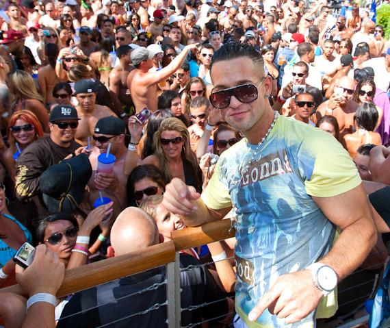 """Mike """"The Situation"""" Sorrentino celebrates 4th of July at REHAB"""
