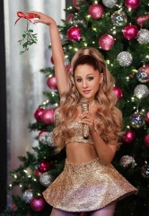 Fans to Score Christmas Kisses Singing Side-To-Side with Ariana Grande at Madame Tussauds Las Vegas