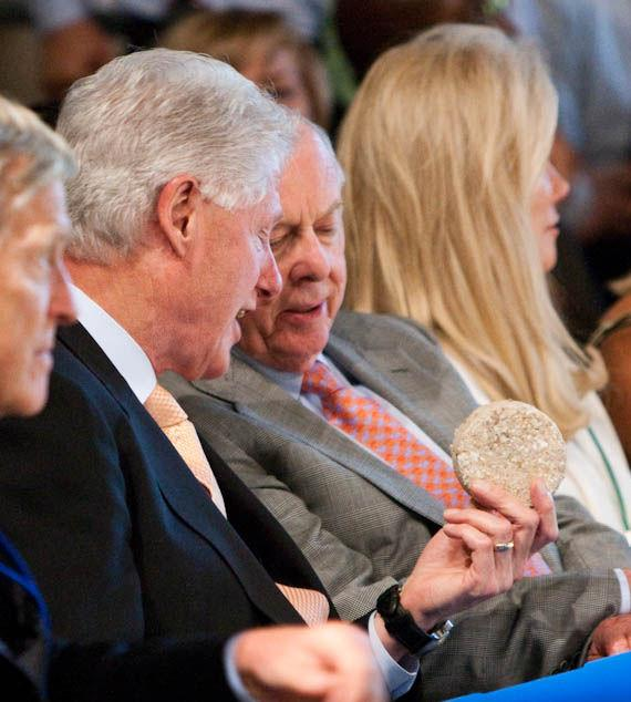 President Bill Clinton shows tablet to T. Boone Pickens
