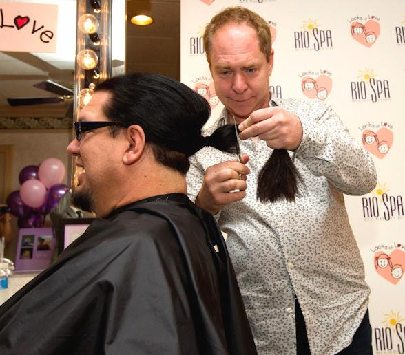 Teller cuts Penn Jillette's hair for Locks of Love
