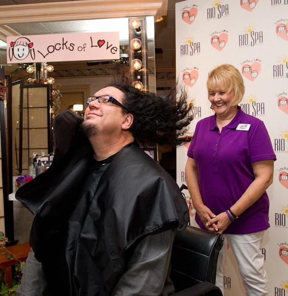 Penn Jillette sits in Barbara Kilkarsky's barber chair