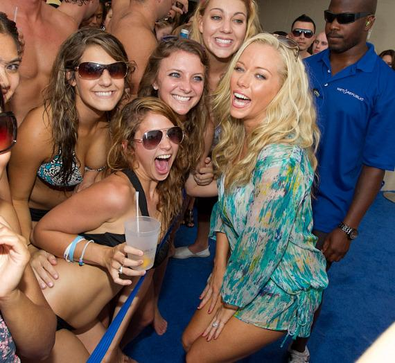 Kendra Wilkinson-Baskett with fans at WET REPUBLIC