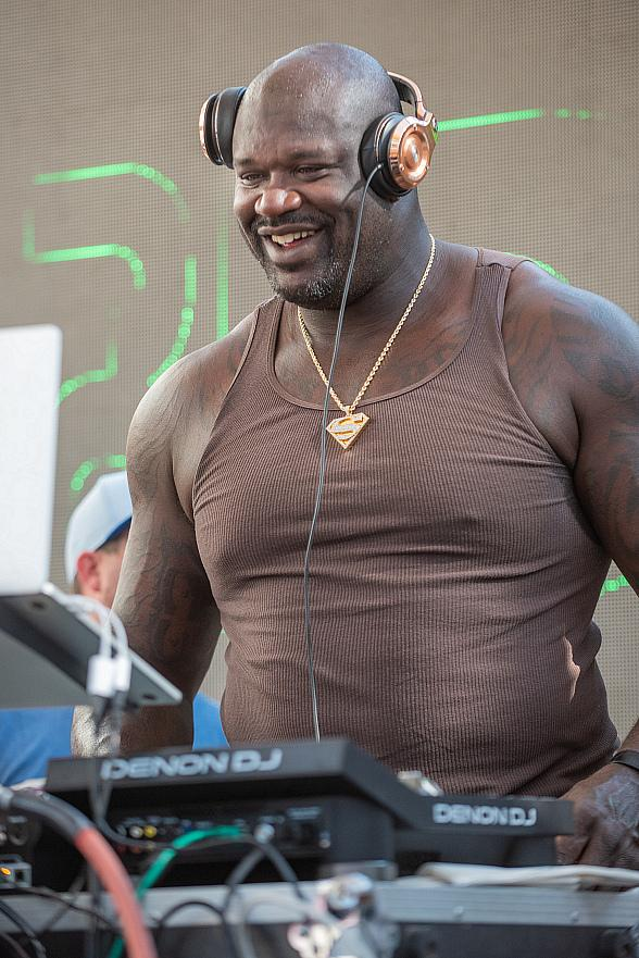 Shaquille O'Neal aka Diesel Electrifies Crowd at Rehab Beach Club in Las Vegas