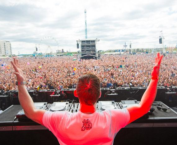 DJ and crowd at Electric Daisy Carnival in London
