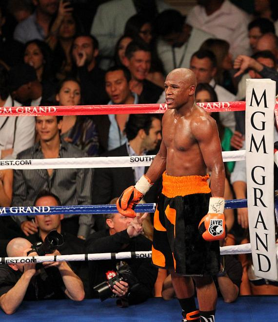 Mayweather stays in a neutral corner