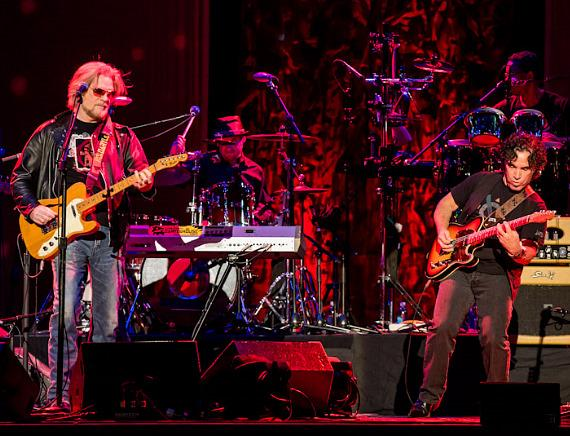 Daryl Hall & John Oates perform at The Joint