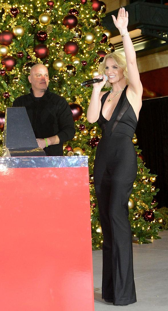 Britney Spears Lights the Holiday Tree as The LINQ Promenade Transforms into a Winter Wonderland