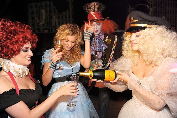 AnnaLynne McCord pours Champagne