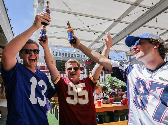 Beer Park and Chateau Nightclub to Host Big Game Rooftop Bash at Paris Las Vegas