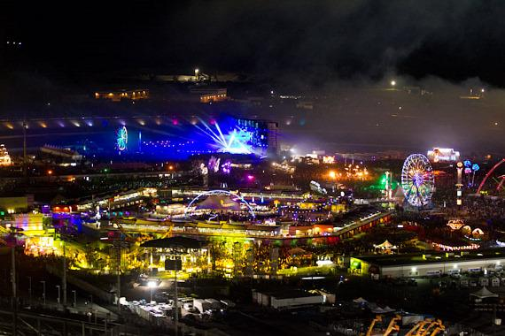 Aerial photos of electric daisy carnival at las vegas for Hotels by las vegas motor speedway