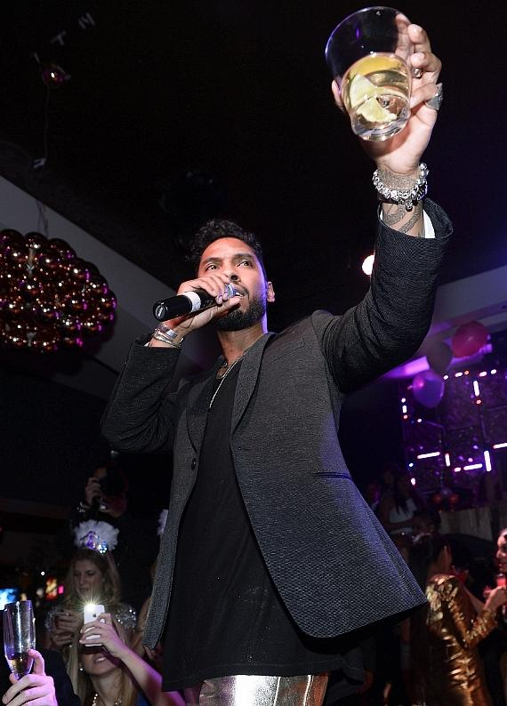 Miguel toasts to his fans at Hyde Bellagio