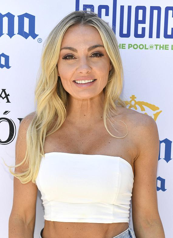 Brooke Evers Performs Live DJ Set at Influence, the Pool at The LINQ
