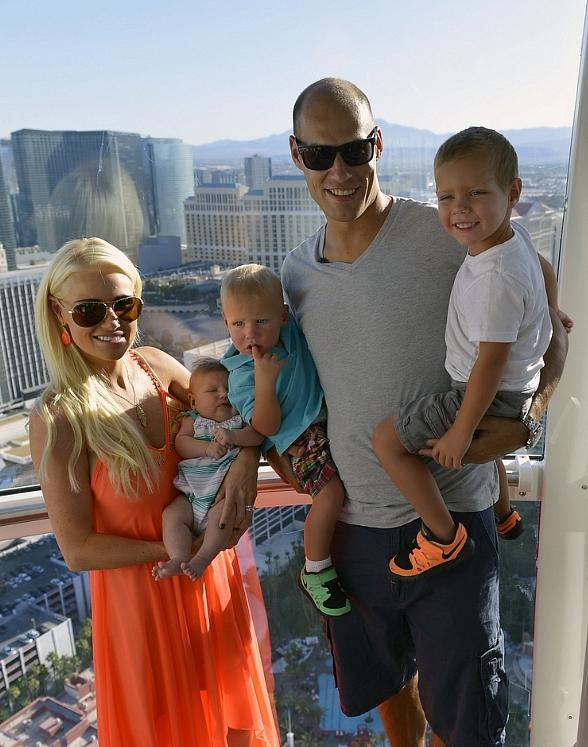 Anaheim Ducks Captain Ryan Getzlaf and Family Ride the High Roller at The LINQ