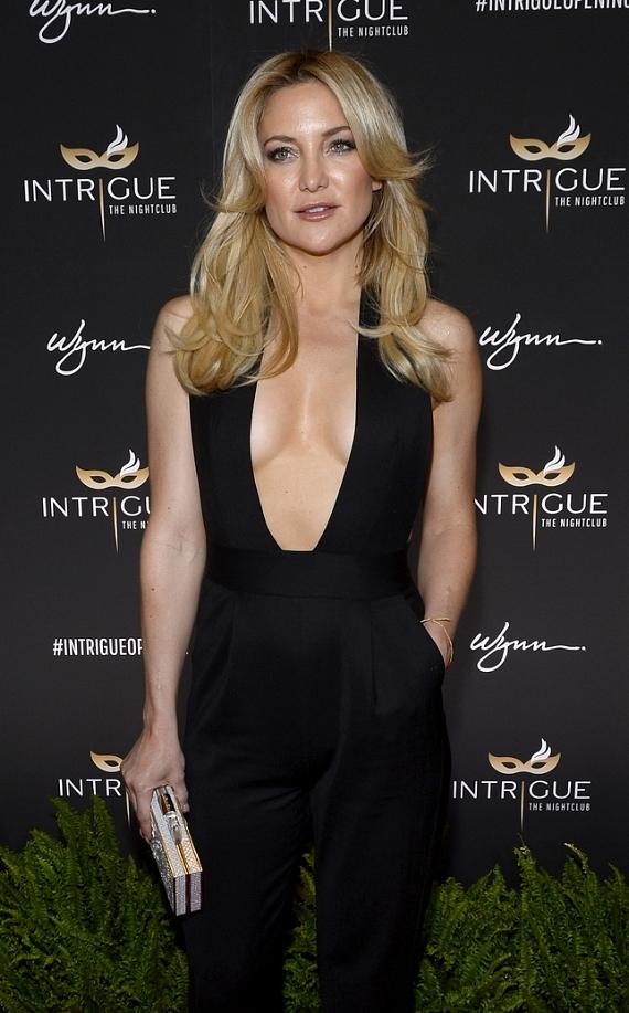 Actress Kate Hudson arrives at the grand opening of Intrigue Nightclub at Wynn Las Vegas on April 29, 2016 in Las Vegas, Nevada