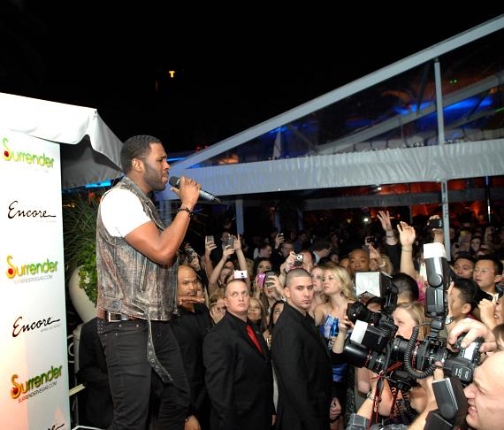 Jason Derulo with fans at Surrender Nightclub