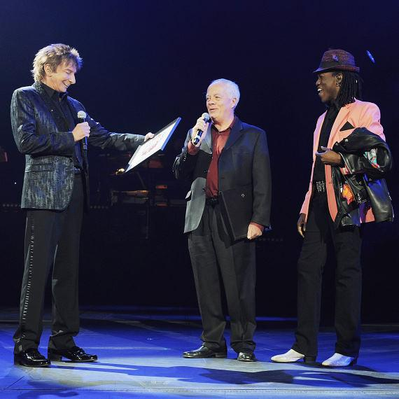 Headliner Barry Manilow, LV Weekly Publisher Bruce Spotleson and Barry's backup singer, Kye Brackett