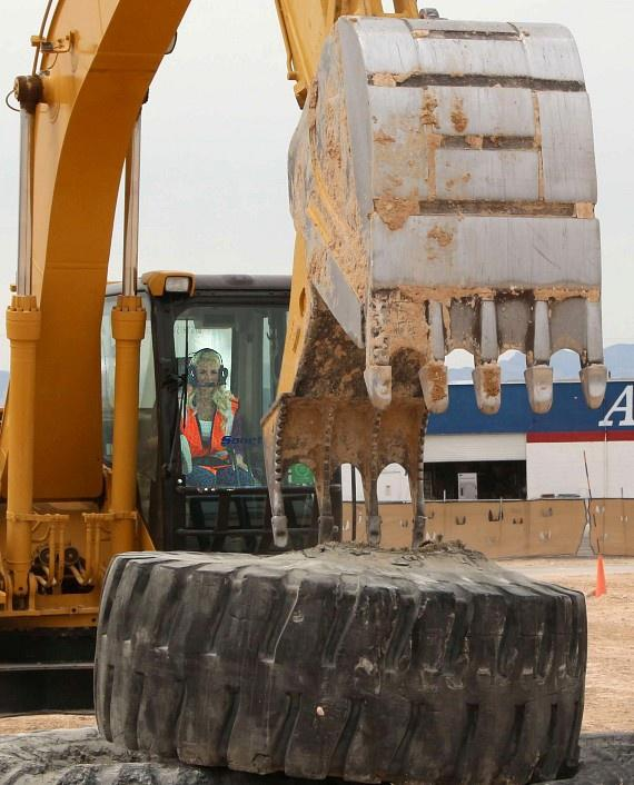 Chloe Crawford practices digging and moving at Dig This Las Vegas