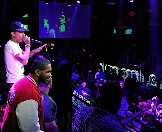 Bow Wow addresses the crowd while performing at Chateau Nightclub & Gardens