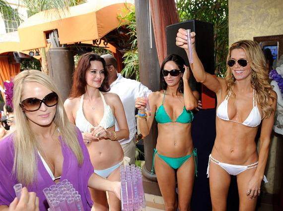 Brandi Glanville and friends at TAO Beach