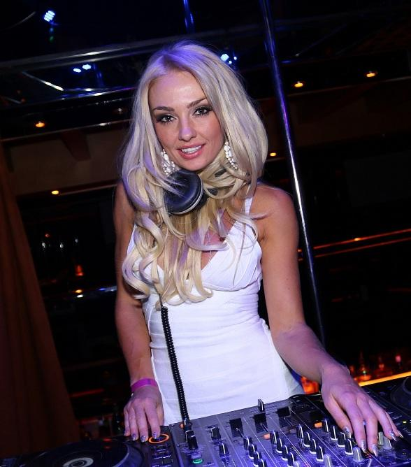 Brooke Evers and DJ Skratchy Celebrate 10 Years of S.K.A.M. Artist at Crazy Horse III