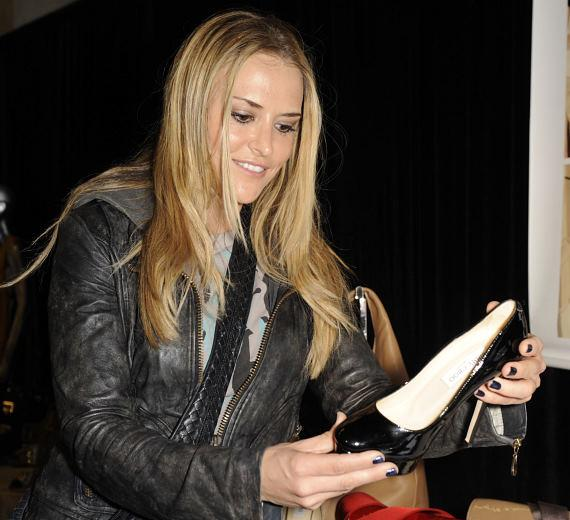 Brooke Mueller shops for black Jimmy Choo shoes