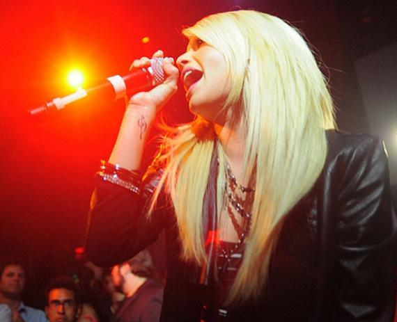 Chelsea Chanel Dudley singing