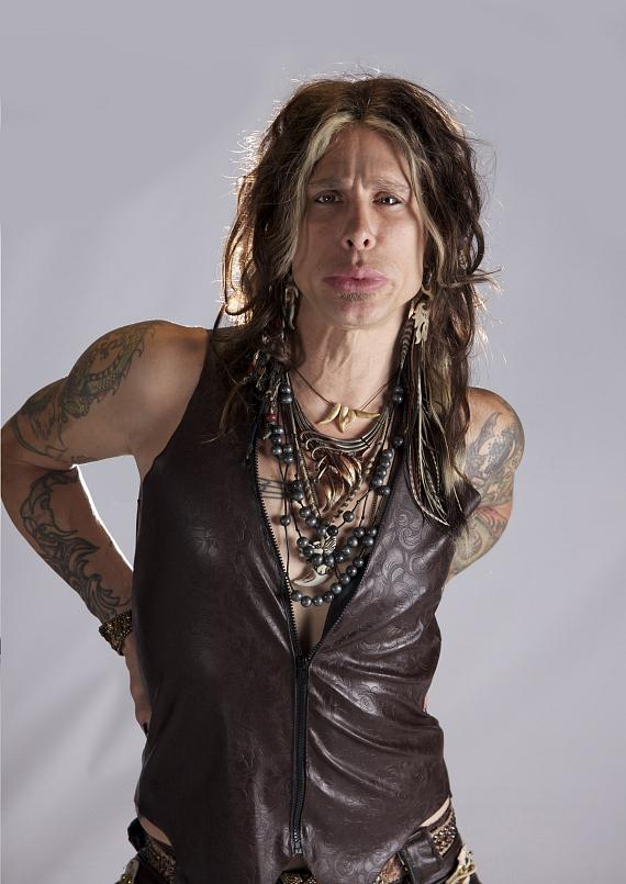 Chris VanDahl as Steven Tyler