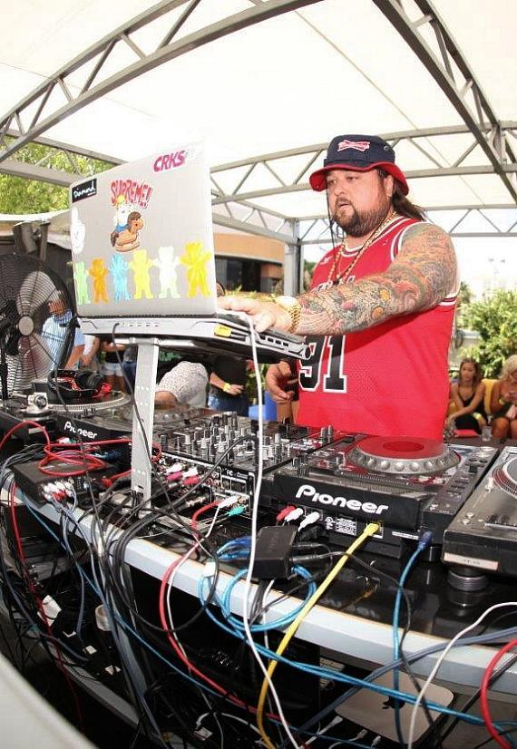 Chumlee spins for party goers