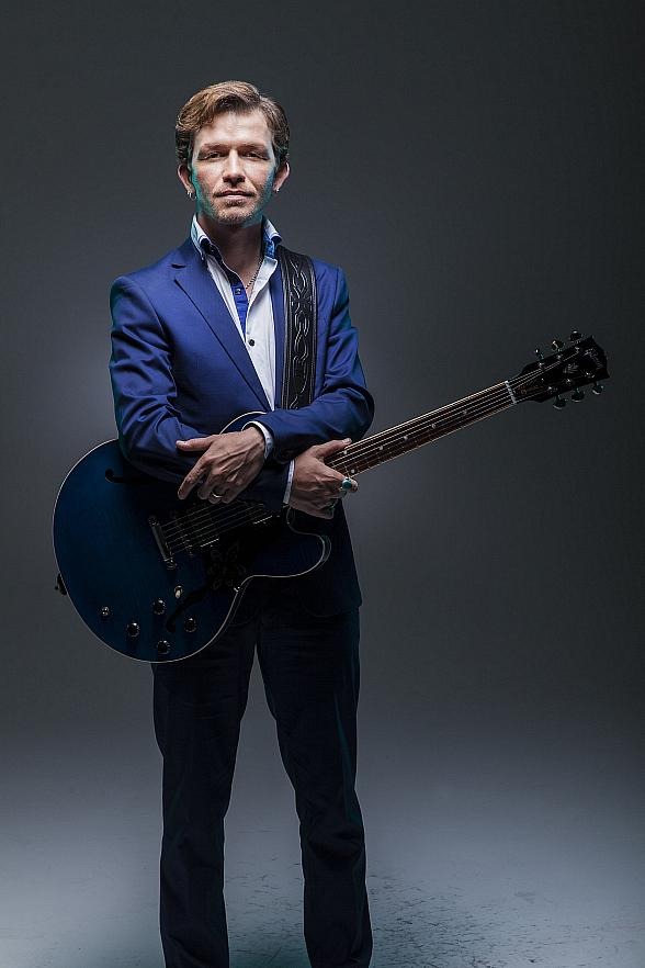 "Vinyl at Hard Rock Hotel Three-Month Residency with ""America's Got Talent"" Season Five Winner Michael Grimm June 5 - Aug. 30"