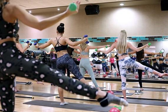 Contestants at Life Barre Class (2)