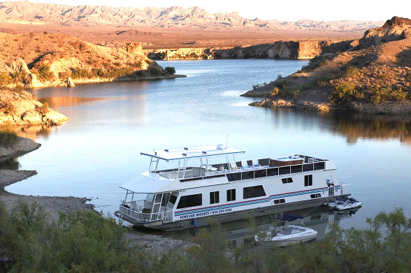 Forever Resorts' Houseboating Adventures are Perfect Getaway from Digital Life of Cell Phones, Emails