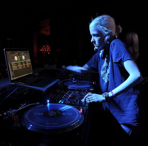 DJ Samantha Ronson at Chateau Nightclub & Gardens