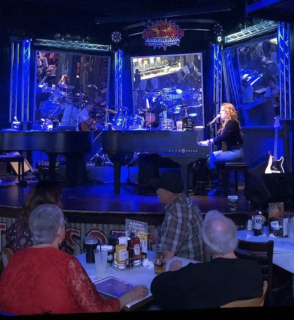 The Legendary Big Bang Dueling Piano Bar Takes Up Residence at Dick's Last Resort