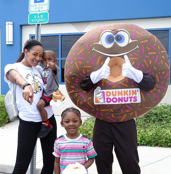 """Family poses with """"Sprinkles"""" of Dunkin' Donuts at Nevada Childhood Cancer Foundation"""