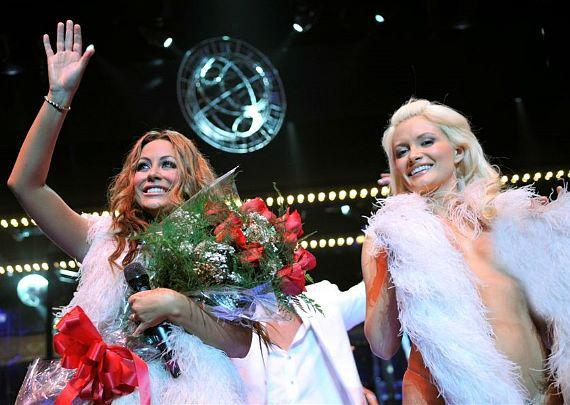 Aubrey O'Day and Holly Madison at curtain call