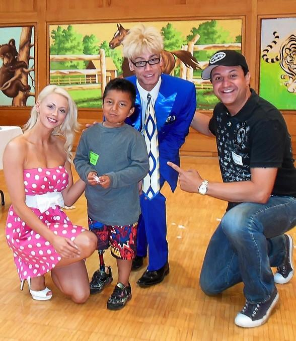 """Murray SawChuck, his wife and FANTASY featured dancer Chloe Crawford, and sidekick Douglas """"Lefty"""" Leferovich, visit the Shriners Children's Hospital"""