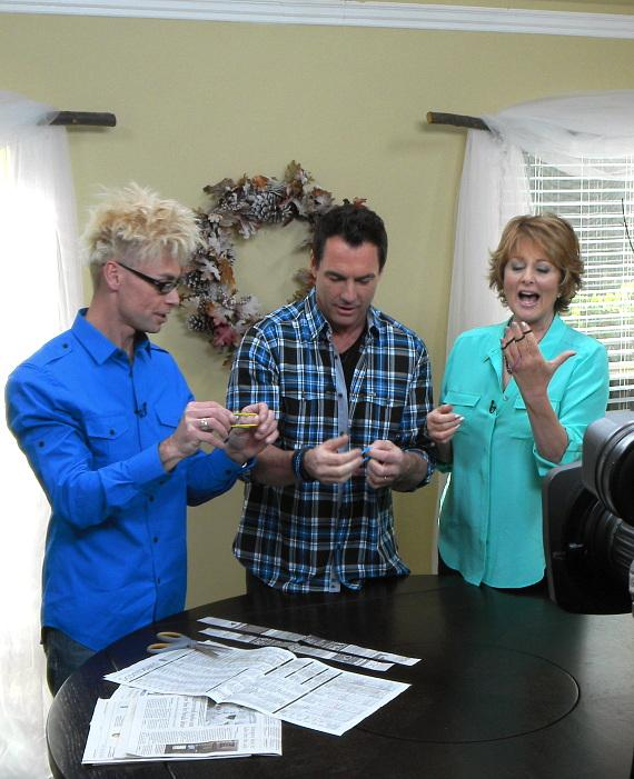 Murray teaches magic to co-hosts Christina Ferrare and Mark Steines