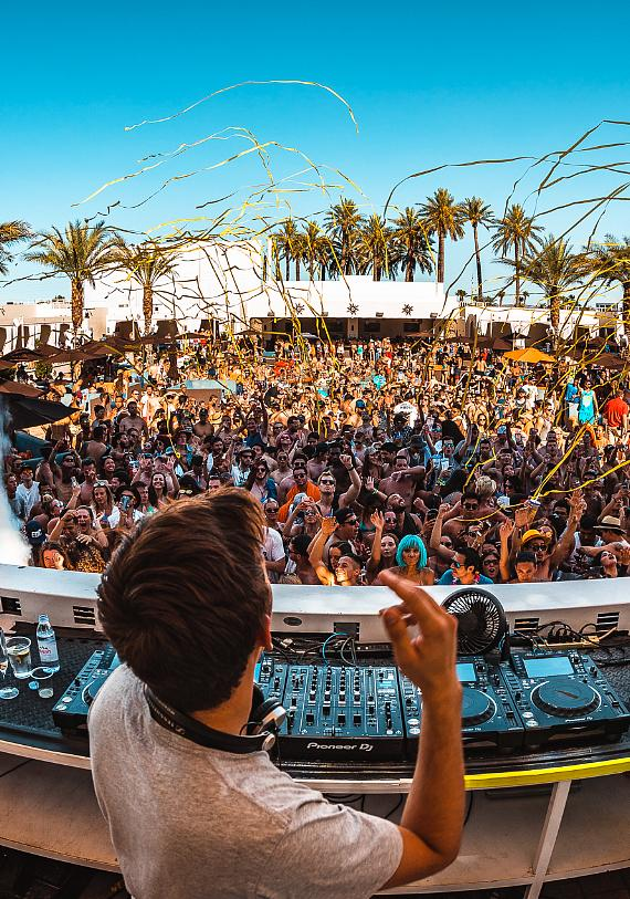 DJ Flume at Daylight in Las Vegas